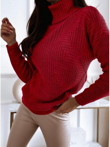 Malinowy sweter z golfem i...