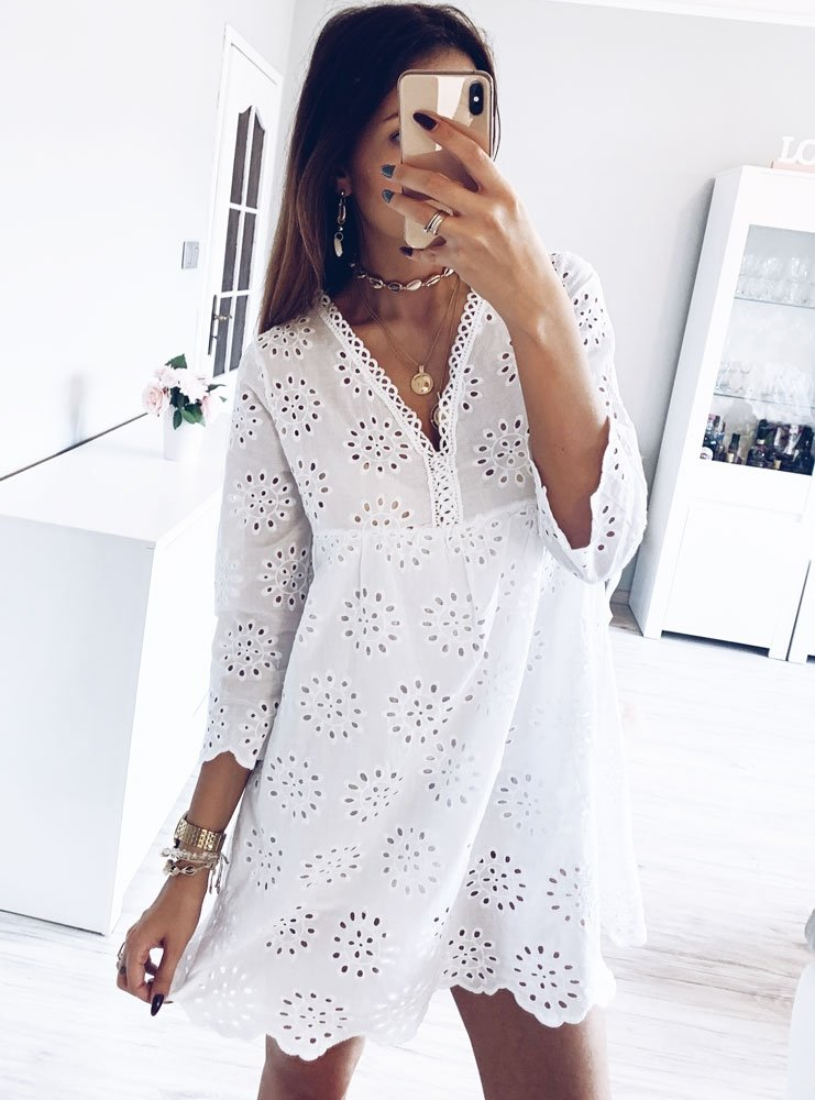 e783cf9fd4 Biała ażurowa sukienka z dekoltem isabelle - cena
